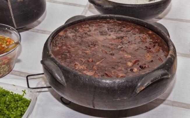 Tradicional receita de inverno, a feijoada tem como cerveja indicada o tipo Wheat com laranja