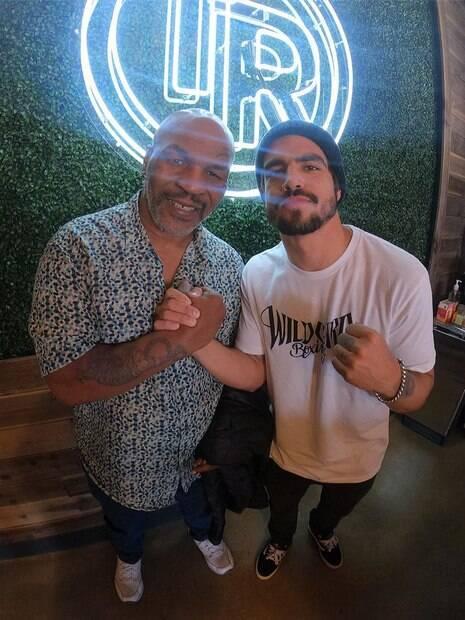 Caio Castro e Mike Tyson