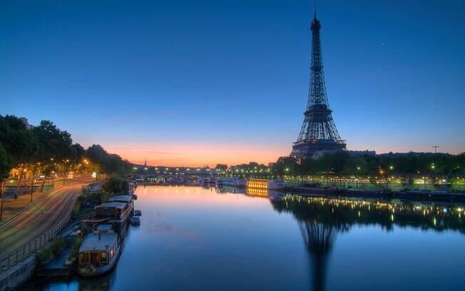 O rio Sena banha a cidade de Paris e deve ser limpo por conta dos Jogos Olímpicos de 2024, que será na capital francesa