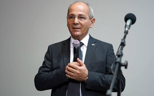 Demitido por Bolsonaro, presidente dos Correios segue trabalhando normalmente