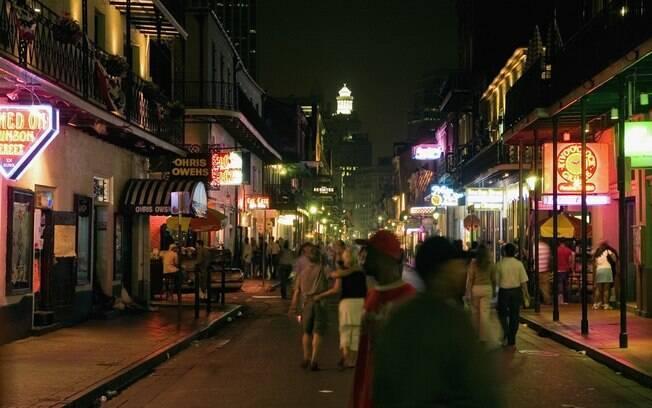 Bourbon Street é uma das regiões mais animadas para curtir a noite