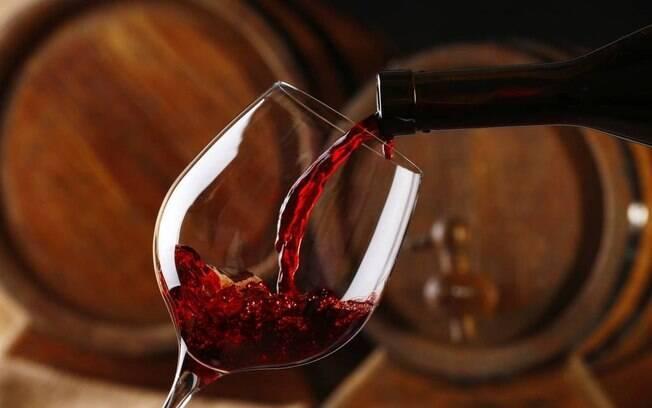 Empresas aproveitam para promover lives com bate-papo e degustação de vinhos