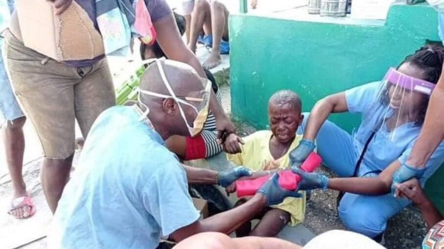 Médicos cubanos auxiliam população haitiana