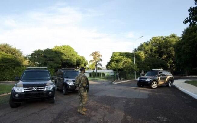 Polícia Federal faz operação de busca e apreensão na residência oficial do presidente da Câmara dos Deputados