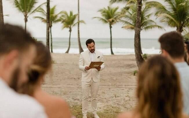 Mesmo com o fim do noivado, o homem decidiu manter o casamento e discursou para os convidados