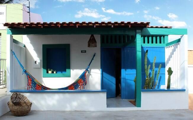 Essa é a típica casa da nossa memória. Simples, pequena, colorida e acolhedora