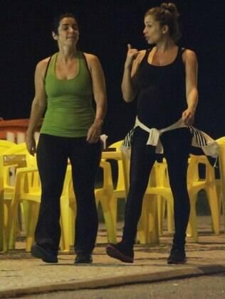 Grávida de sete meses, Grazi Massafera exibiu a barriga de sua primeira filha Sofia