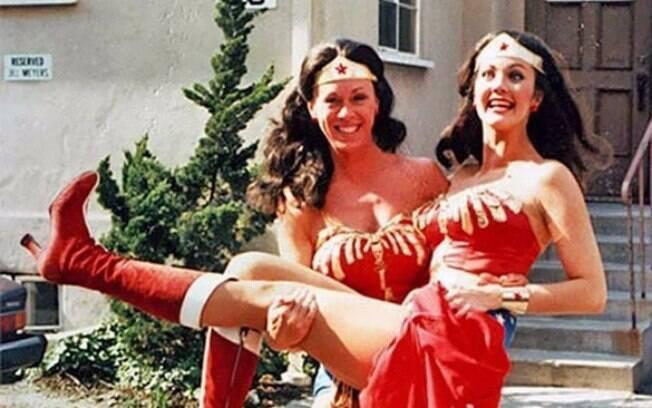 Lynda Carter e sua dublê Jeannie Epper