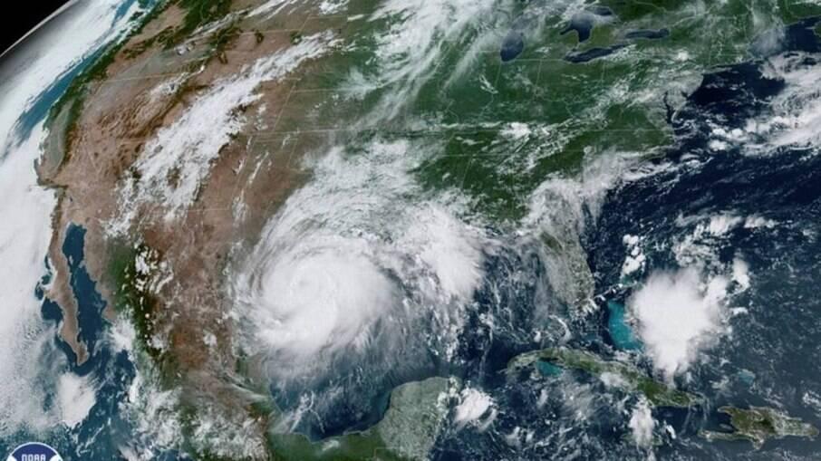 Centro Nacional de Furacões alerta para tempestade se formando no Atlântico