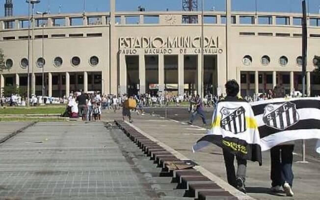Santos encara o Palmeiras no Pacaembu