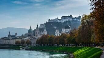 Cidade natal de Mozart encanta com cenários de contos de fadas
