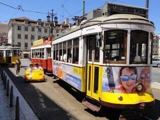 """O bonde, por lá conhecido como """"elétrico"""": a linha 12 de Lisboa faz o percurso até a colina onde fica o Castelo de São Jorge"""