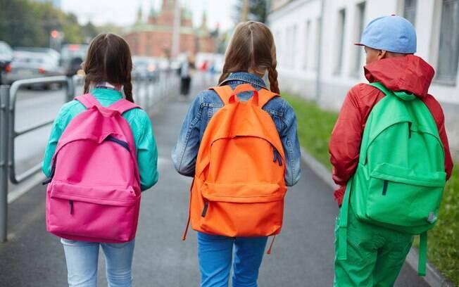 O fato dos adolescentes sentirem a necessidade de serem iguais aos amigos para não serem excluídos dos grupinhos faz com que grande parte da criatividade acabe se perdendo ao longo do tempo, como afirma a psicóloga Lidia Aratangy
