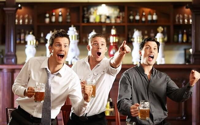Sair com os amigos é a atividade que mais deixa os homens excitados, segundo pesquisa