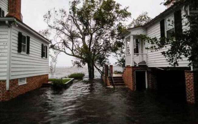 Tempestade tropical Florence deixa rastro de destruição por diversas cidades dos estados da Carolina do Norte e do Sul