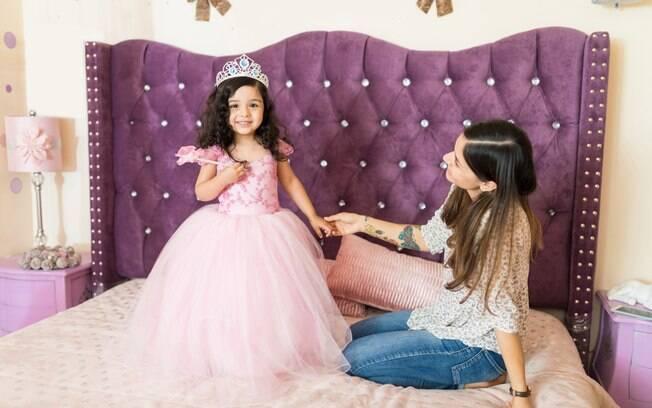 A babá, que deverá se vestir igual as princesas da Disney, terá que recriar o ambiente divertido dos personagens em casa
