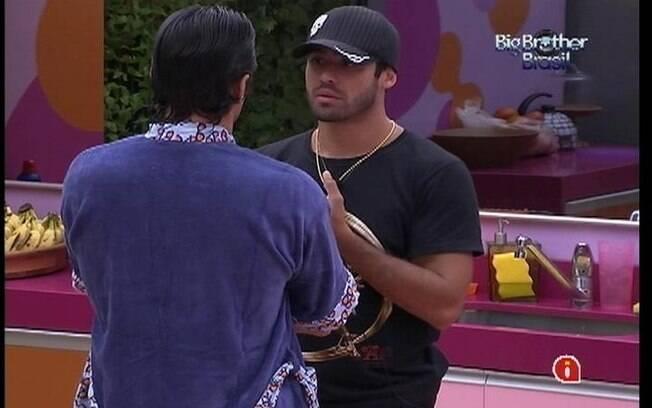 Yuri tenta explicar seu voto para João Maurício