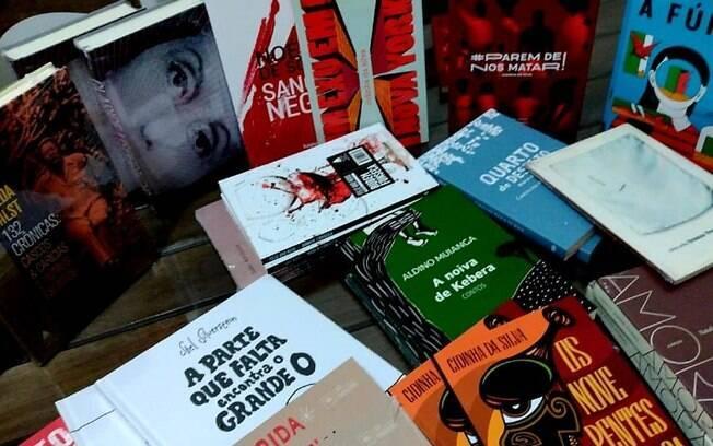 Biblioteca Ernesto Manoel Zink ganha livros do Projeto Rodas Literárias