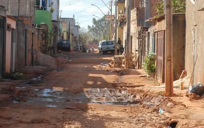 Desigualdade e contração de renda no Brasil aumentaram entre 2016 e 2017, segundo o IBGE