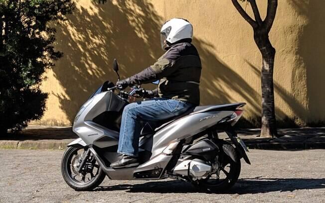 Rodando por São Paulo com a versão de entrada do Honda PCX