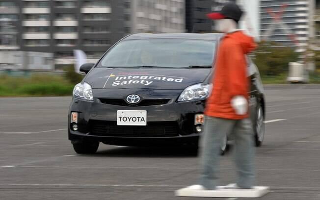 O sistema de freios automáticos será um dos itens que passarão a ser obrigatórios nos carros em uma série de países