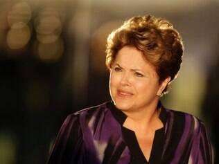 Com quatro palanques no Rio, Dilma enaltece parceria com Pezão e Paes