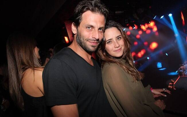 O casal de namorados Henri Castelli e Fernanda Vasconcellos também conferiu a apresentação