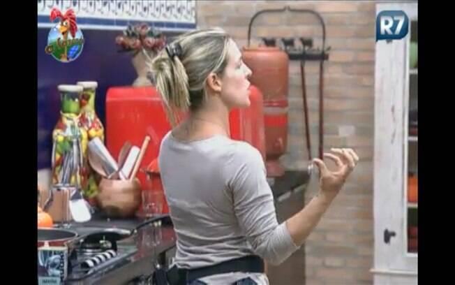Joana fica indignada quando Raquel diz que não estava 'em cima do muro'