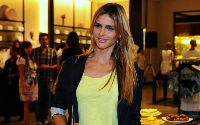 Fernanda Lima no shopping Mooca Plaza