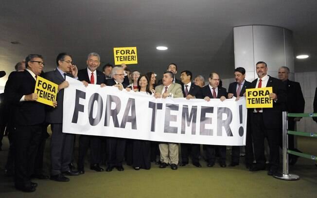 Oposição ao governo Michel Temer faz protesto durante sessão para votar segunda denúncia da PGR