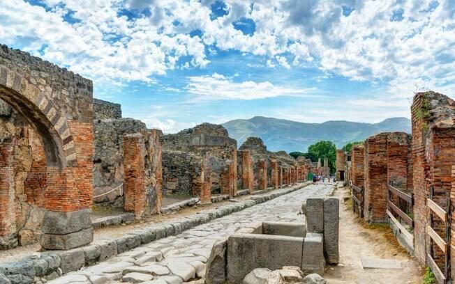 A cidade de Pompeia foi destruída por uma erupção do vulcão Vesúvio no ano de 79, e suas vítimas ainda são encontradas