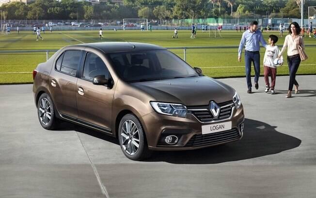 Renault Logan é um dos sedãs compactos mais espaçosos. Ótimo para quem tem filhos adolescentes