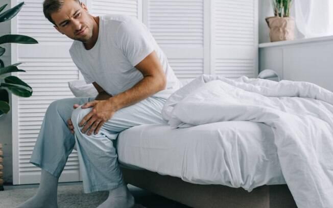 Dor no joelho pode ser condromalacia patelar; saiba mais sobre esse mal