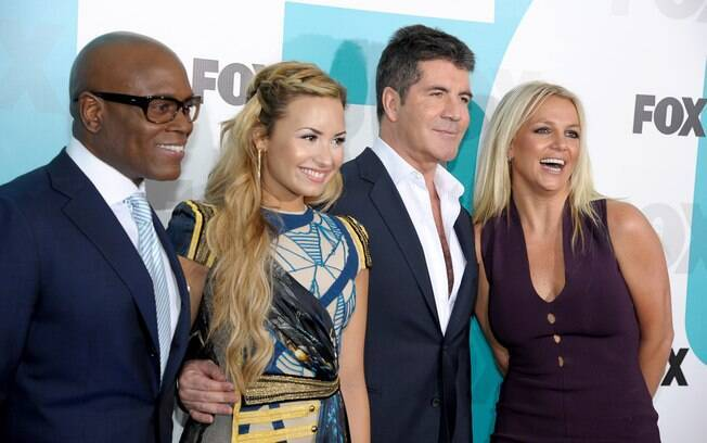 Simon com os outros apresentadores do 'The X Factor'