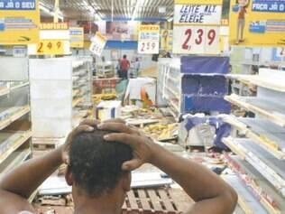 Grande Recife. O Instituto de Criminalística esteve no supermercado Arco Íris, em Abreu e Lima (PE), para perícia. A rede Arco-íris contabilizou prejuízo de R$ 700 mil com o saque a apenas uma de suas lojas