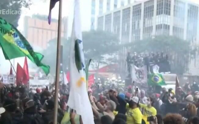 Manifestação terminou perto do metrô Paraíso e contou com participação de jovens e torcida organizada