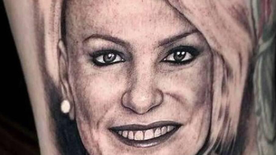 Ana Maria Braga mostra tatuagem que fã fez em sua homenagem