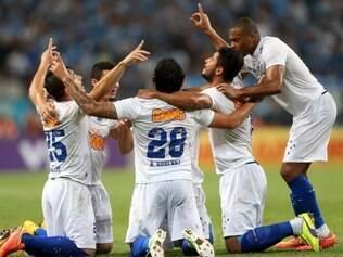 Após primeiro tempo ruim, Cruzeiro reage e arranca a virada sobre o Grêmio