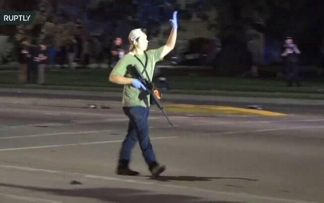 Vídeos de testemunhas e manifestantes ajudaram a identificar Kyle.