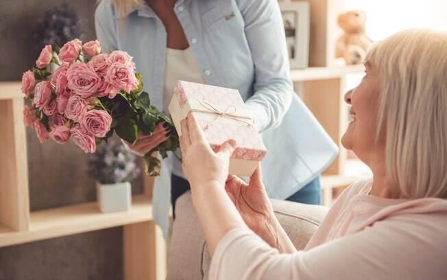 Escolher como presentear alguém não é fácil, por isso listamos 20 presentes para o dia das mães para  todos os bolsos