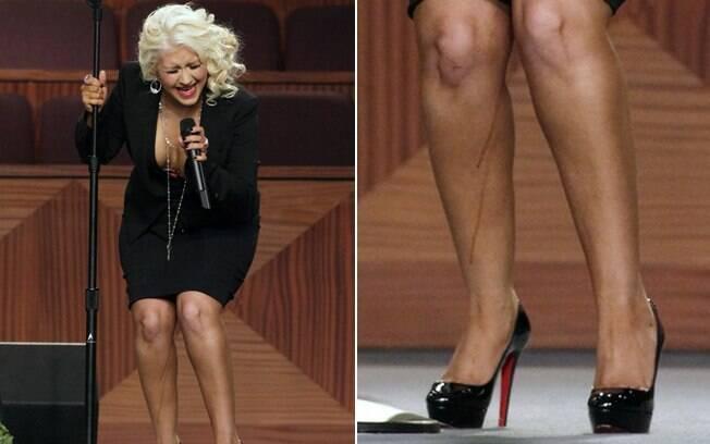 Christina Aguilera tem bronzeado derretido durante apresentação no funeral de Etta James