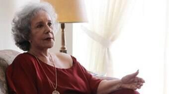 Atriz Maria Alice Vergueiro é internada com pneumonia aos 85 anos em SP