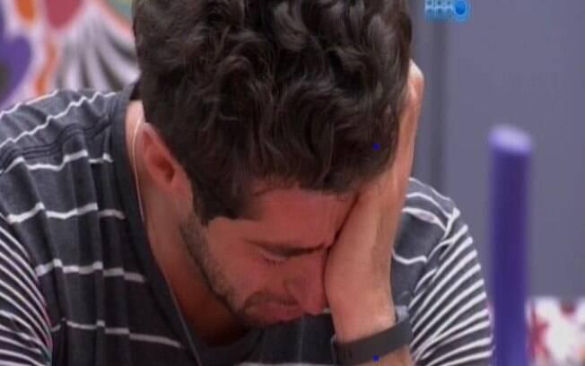 Marcelo chora ao falar sobre paredão