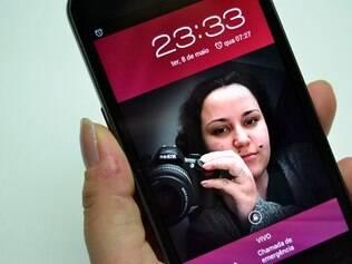 Tela de alta resolução do Galaxy X permite ver fotos e vídeos de alta qualidade no aparelho