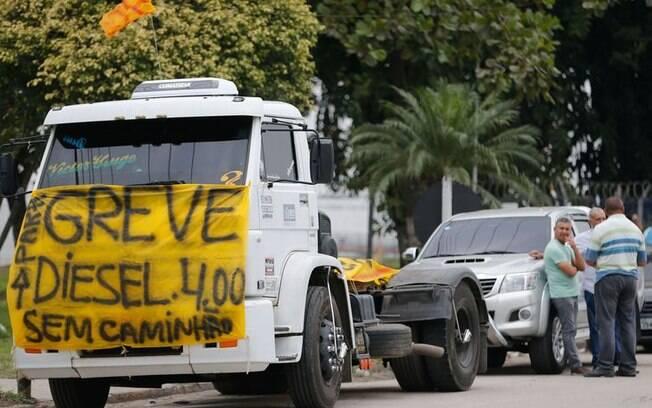 Caminhoneiros estão em greve no Brasil contra o aumento do preço do diesel