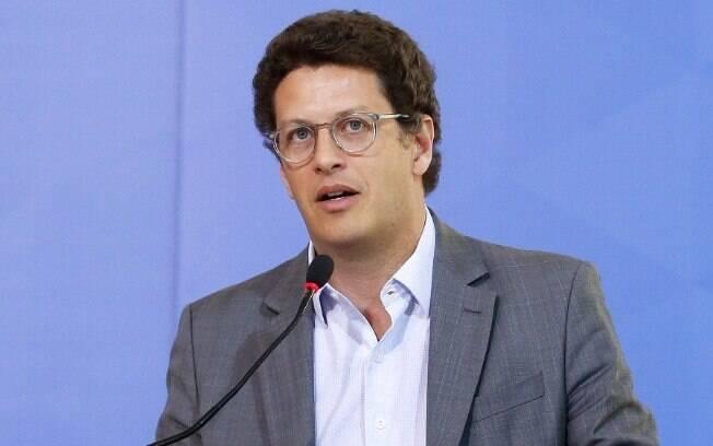 Ricardo Salles, ministro do Meio Ambiente, também é acusado de obstrução de investigação