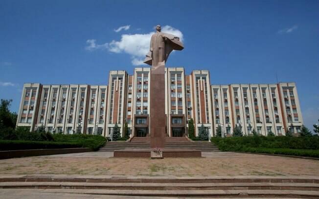 Na cidade de Tiraspol, capital da Transnístria, vale visitar o Parlamento, onde há uma estátua gigante de Lênin