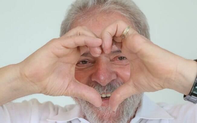É também a primeira vez que um juiz absolve Lula, em todos os processos aos quais o ex-presidente responde