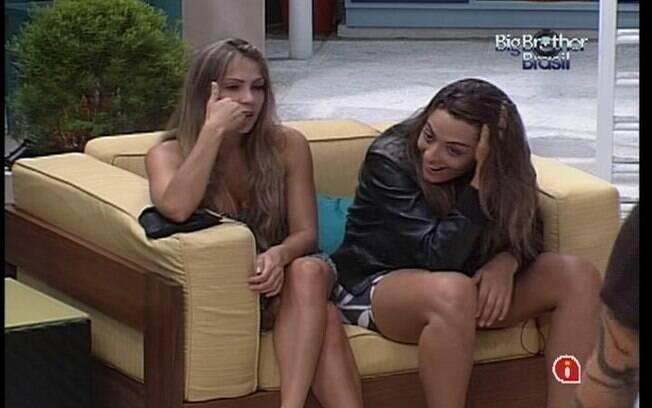 Relação de Yuri e Laisa gera comentários na casa