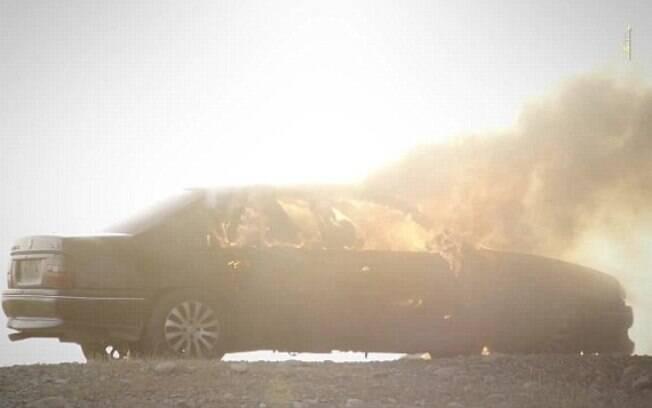 Em outro vídeo, Estado Islâmico usa morteiro para explodir um veículo com prisioneiros . Foto: Reprodução/Estado Islâmico